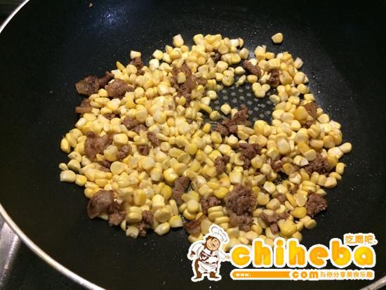 玉米炒碎肉----减肥的食谱的做法 步骤5