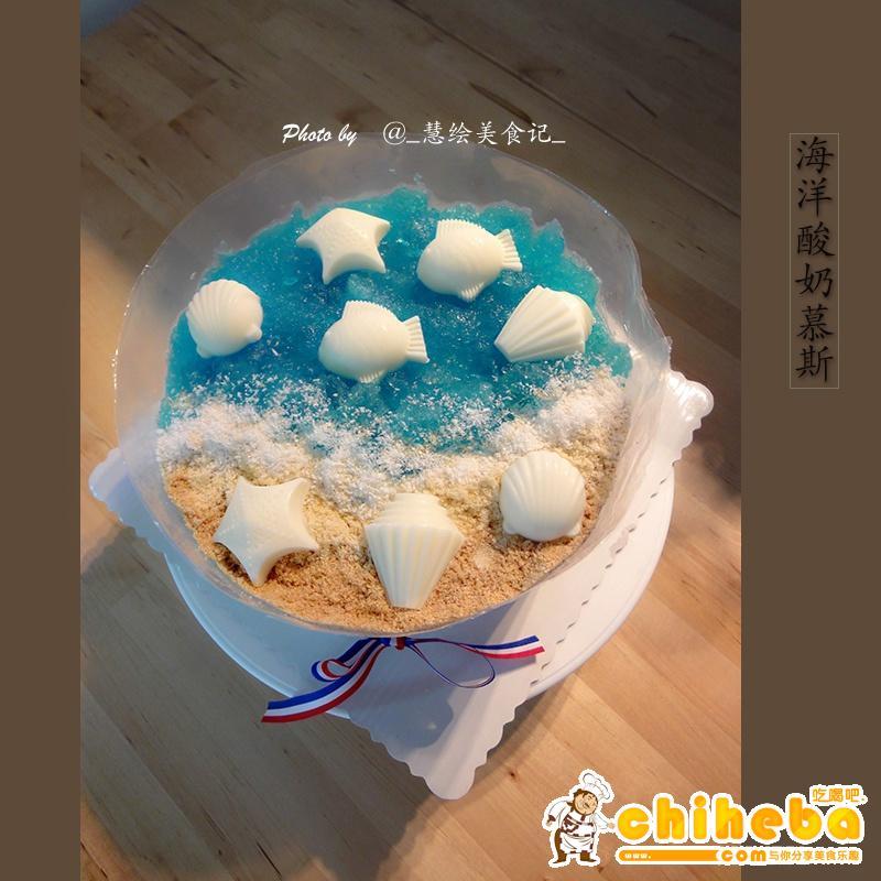 蛋糕层用的戚风蛋糕片,做了三层,然后用酸奶,淡奶油和吉利丁片做的