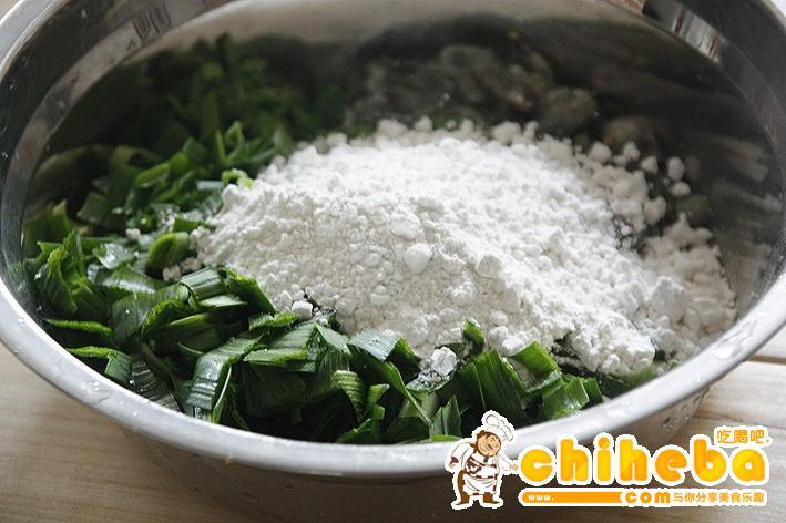 闽南名小吃:海蛎煎的做法 步骤4