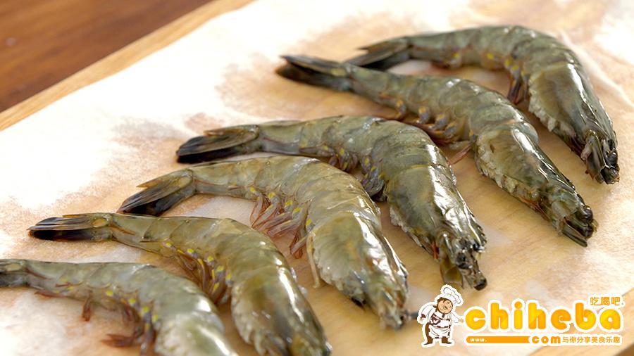 豉油皇煎虾的做法 步骤3