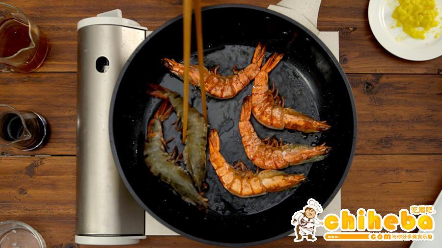 豉油皇煎虾的做法 步骤5