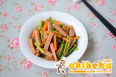 蒜苔胡萝卜炒午餐肉