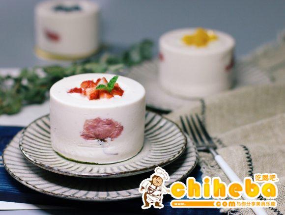 樱花草莓慕斯