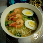 鲜虾菠菜浓汤面