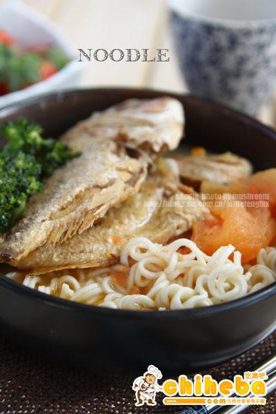 一个人独享最鲜美的午餐:赤棕鱼面