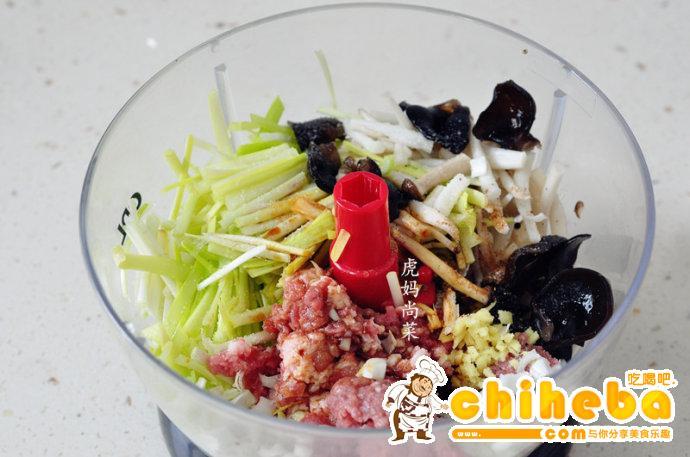 韭黄蘑菇猪肉水饺
